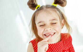 toothless little girl